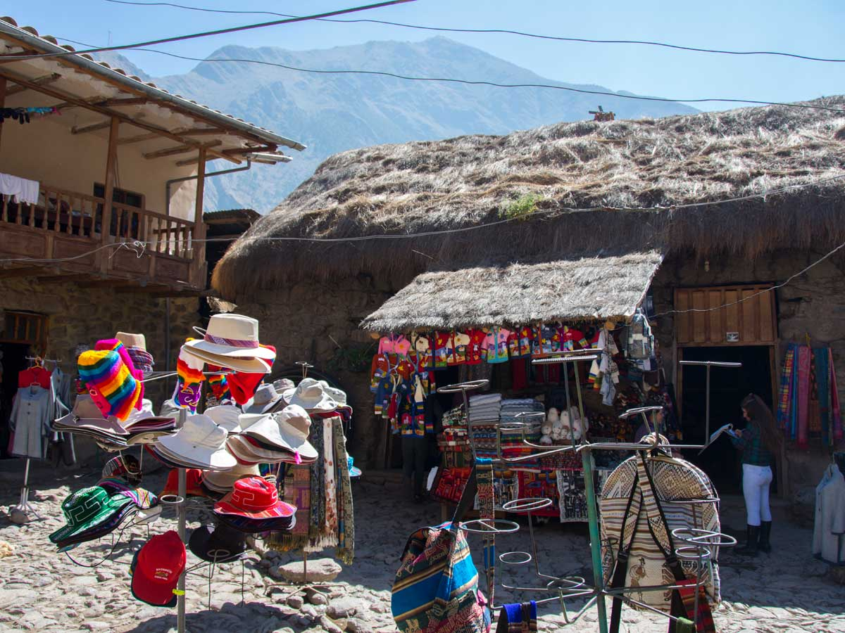 A small market in Ollantaytambo